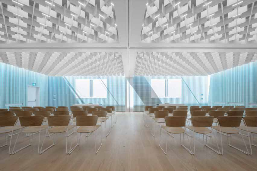 Новый конференц-зал в Cusanus Academy после ремонта MoDus Architects