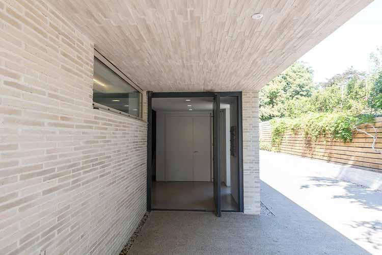 Резиденция, спроектированная Studio Spicer в Уорикшире, Великобритания. Изображение предоставлено Рандерс Тегл
