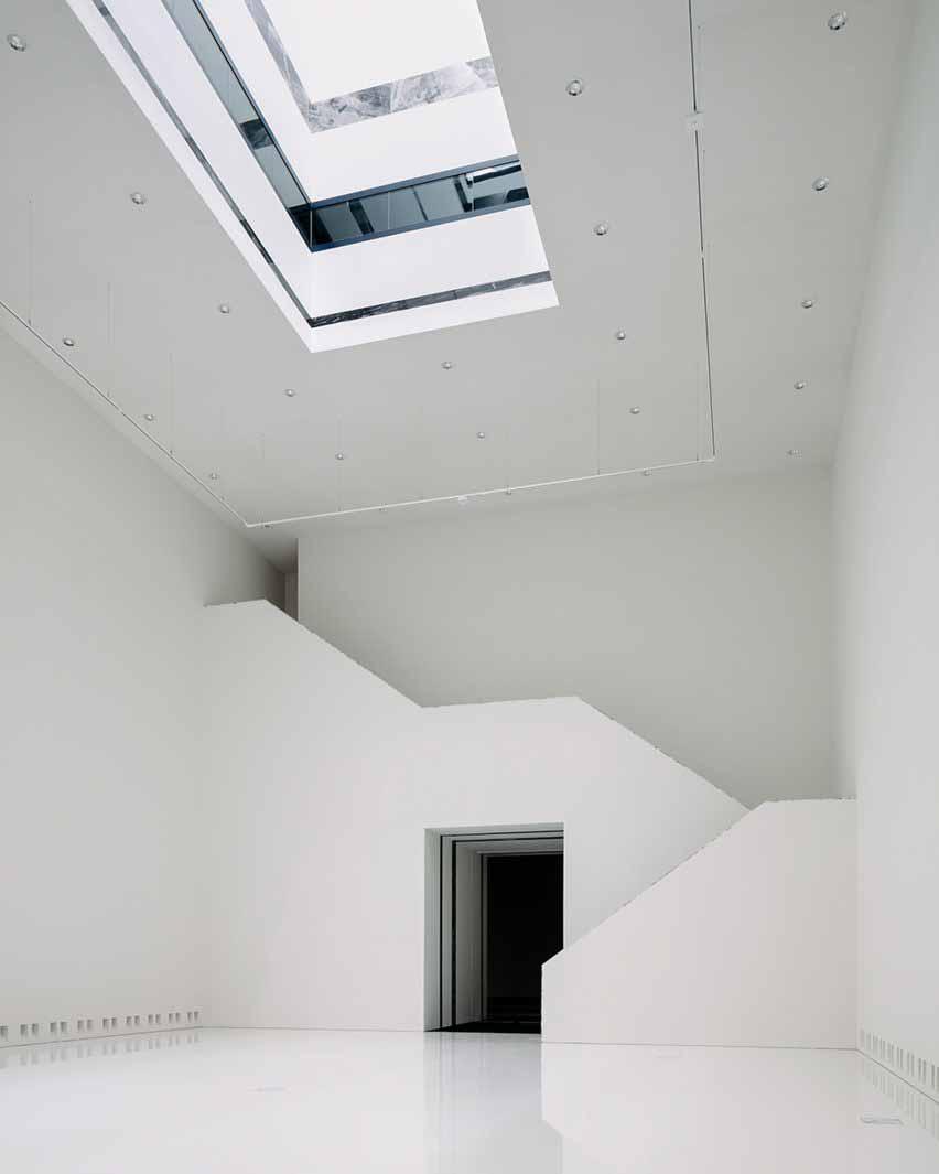 Современное расширение музея со световым колодцем от Kaan Architecten
