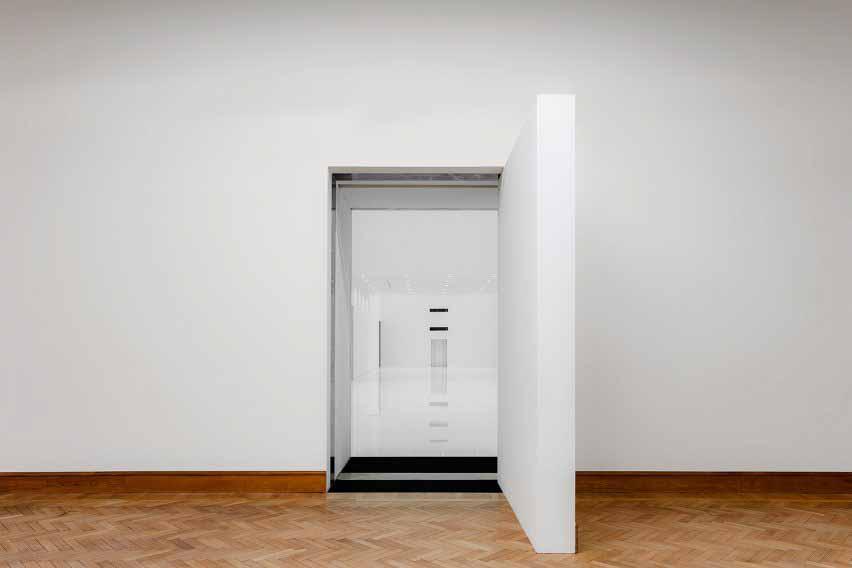 Вход в минималистское пристройку Королевского музея изящных искусств Антверпена.