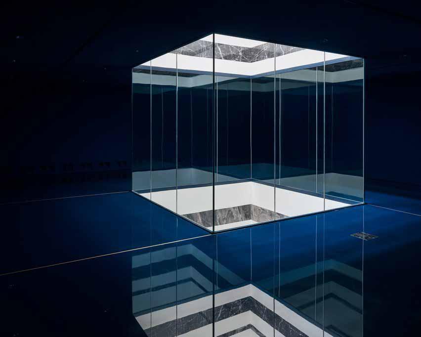 Светильник с мраморными вставками в современном пристройке Королевского музея изящных искусств Антверпена