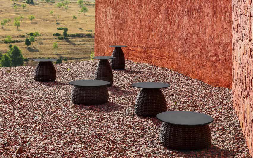 Столы из белых грибов от Lorenza Bozzoli для Dedon