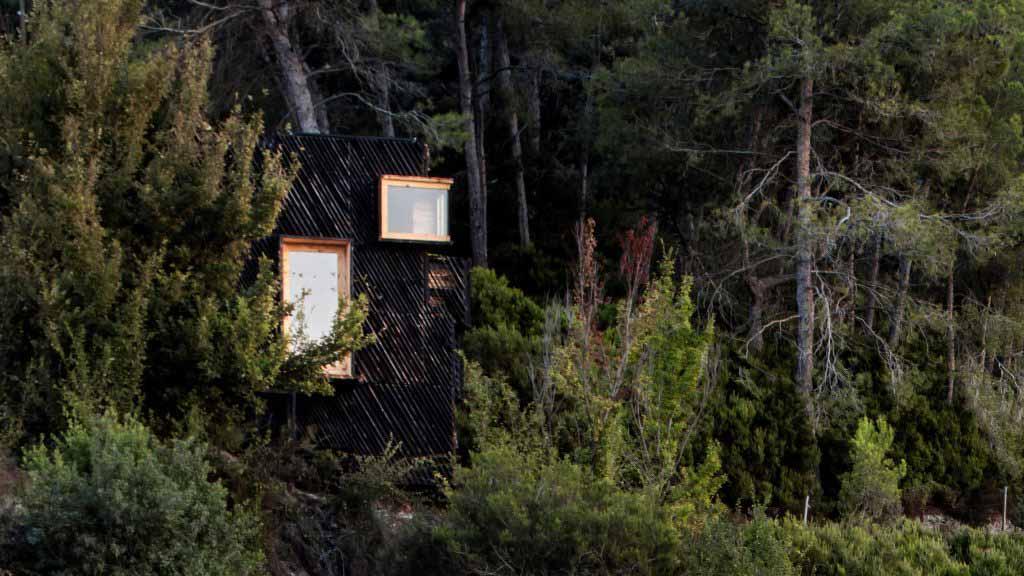 Voxel — это «карантинная кабина», сделанная из местных материалов.