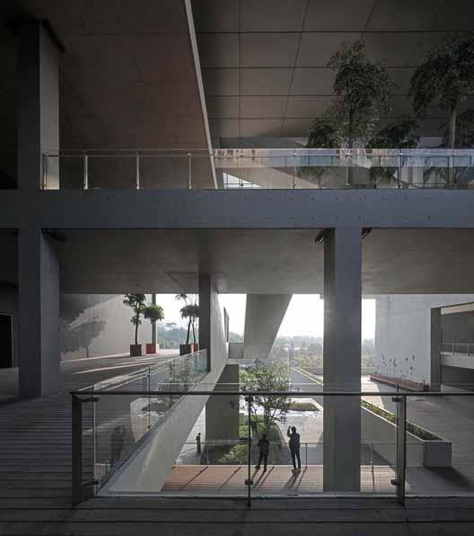 Вид с общественной террасы на городской парк. Изображение © Shengliang Su