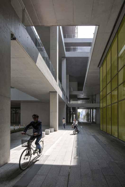 1F общественное пространство. Изображение © Shengliang Su