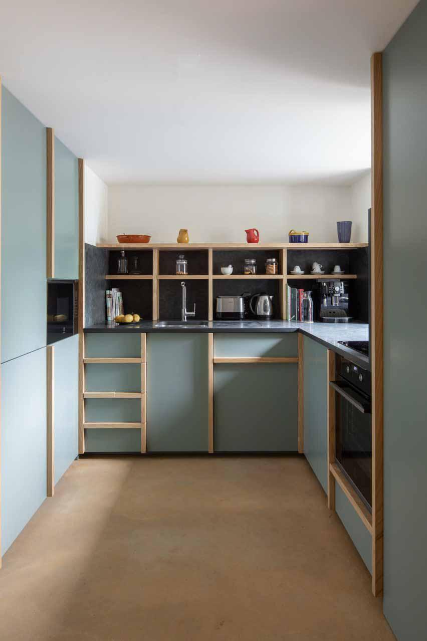 Кухня отделана шалфеем от DepA Architects.