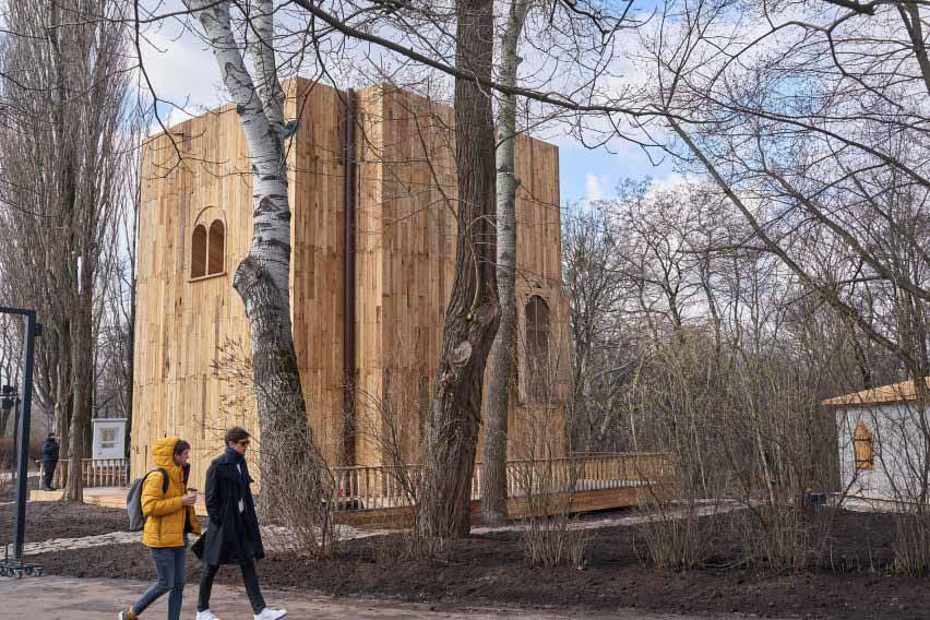 Деревянное здание, похожее на книгу