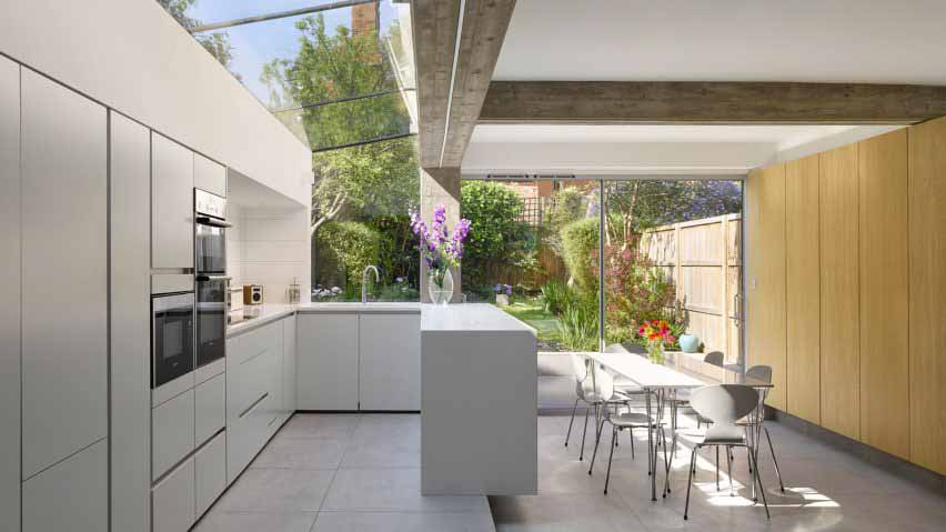 Кухня в Tibur House от Paul Archer Design