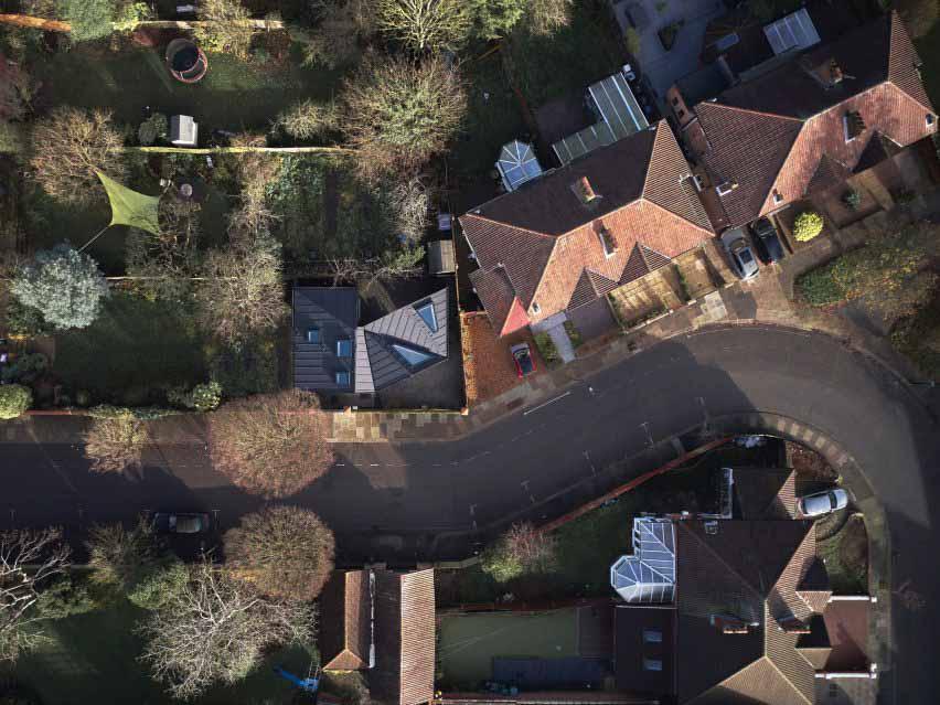 Вид с воздуха на черный дом в Лондоне