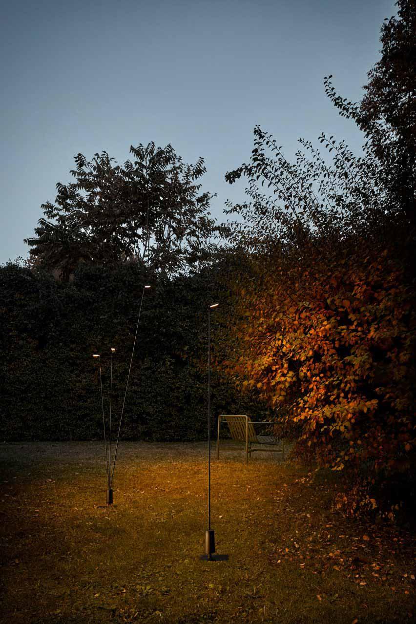 Уличный светильник Flia от Алессандро Замбелли в версии с одним и тремя стеблями