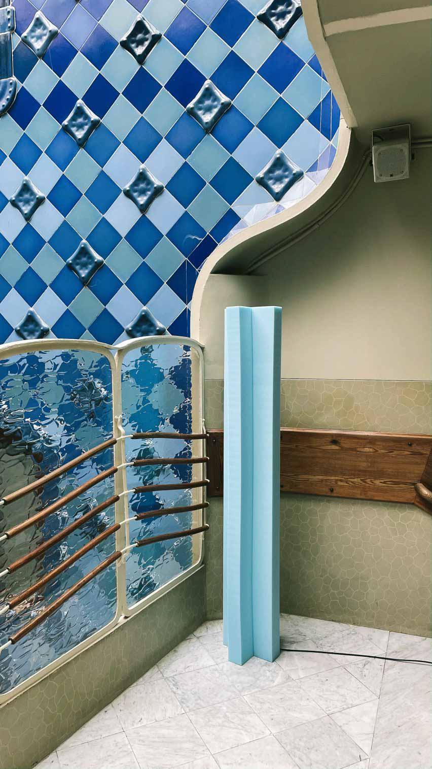 Светильник Totem из синей пены от Max Enrich в Casa Batlló