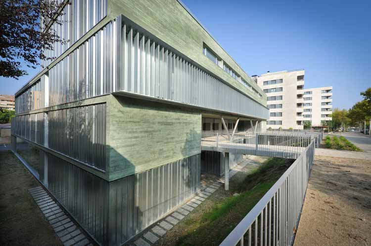 Медицинский центр 11 сентября / Mejón Arquitectura, © Jordi Bernadó