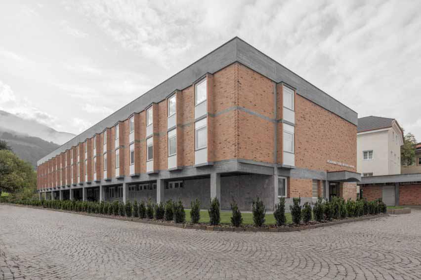 Реставрация экстерьера Кузанской академии, выполненная MoDus Architects