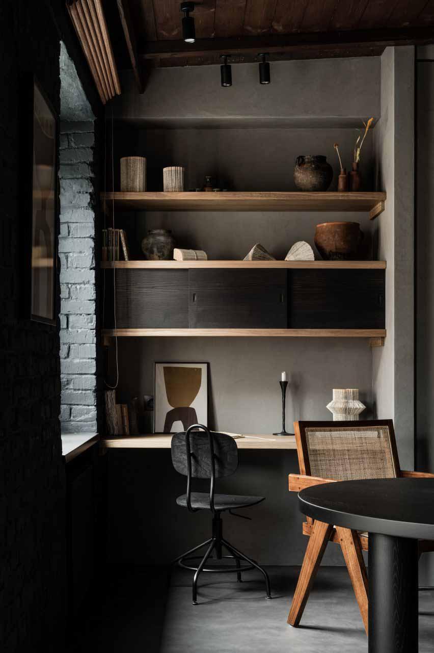 Обеденный стол и домашний кабинет со встроенным ящиком в интерьере от Ольги Фрадиной.