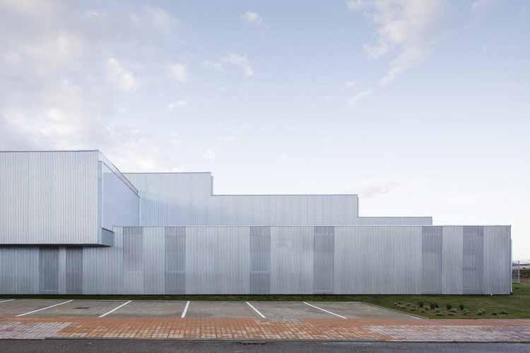Промышленное здание Brigadas & Promedio Centro / Estudio Arquitectura Hago, © Фернандо Альда