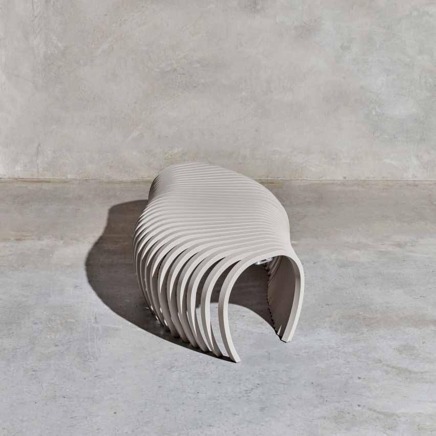 Садовая скамейка Ribs от Стефана Ли для DesignByThem