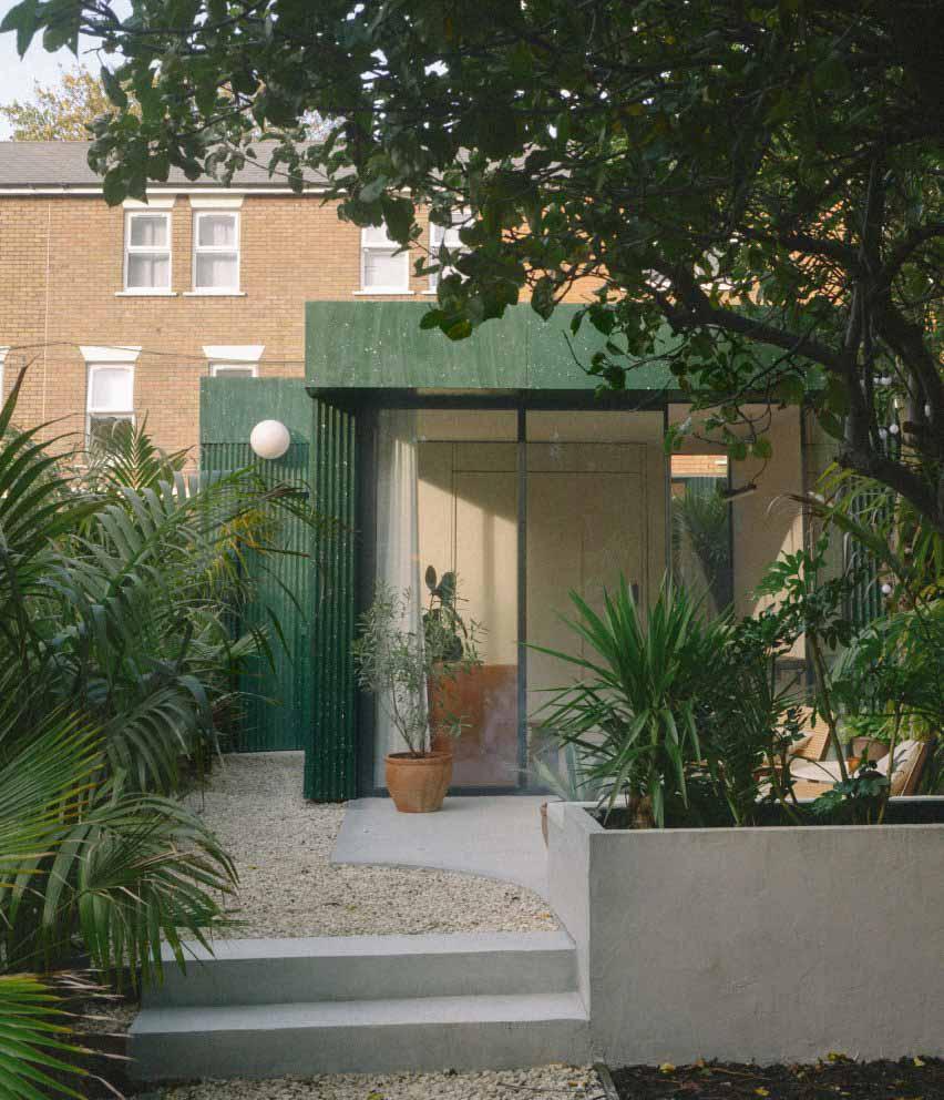 Садовая студия, облицованная терраццо, в Лондоне