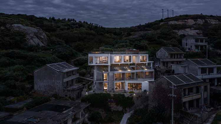 Zenstay Boutique Hotel / Zen-In Architects, ночной вид с воздуха. Изображение © Weiqi Jin