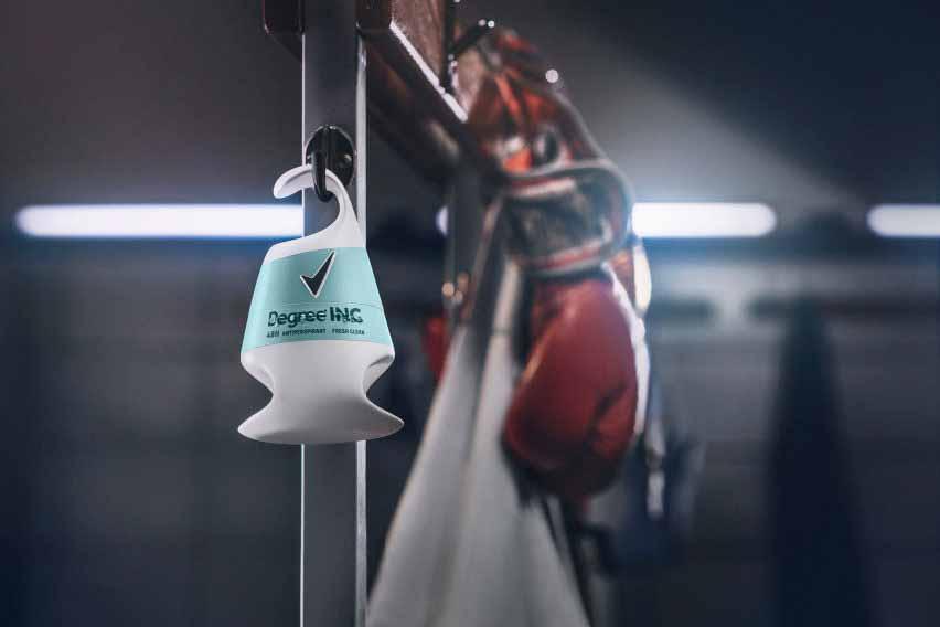 Упаковка дезодоранта для людей с ограниченными возможностями от Unilever на крючке для раздевалки