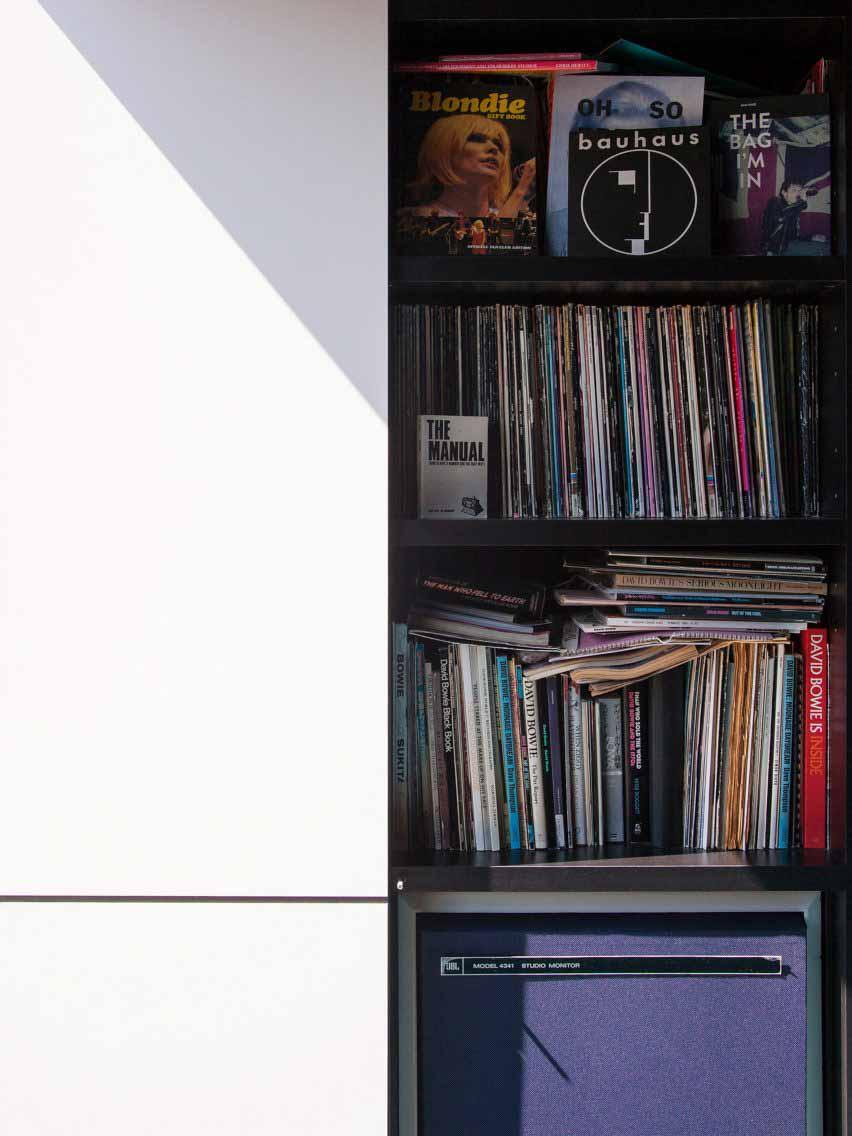 Коллекция винила в студии Deewee001