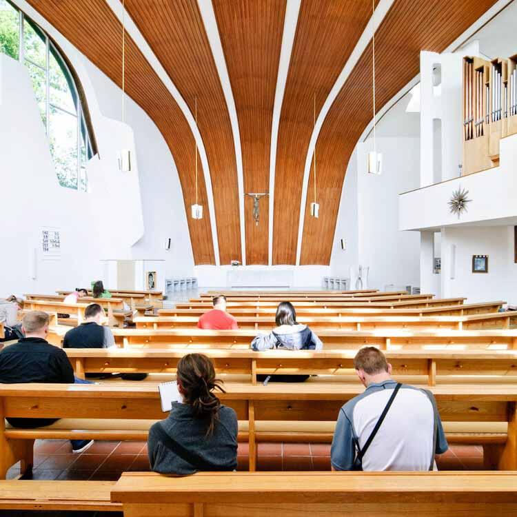 Алвар Аалто и использование древесины: от табуретов до потолков и конструкций, Heilig Geist Kirche / Alvar Aalto. Изображение © Сэмюэл Людвиг