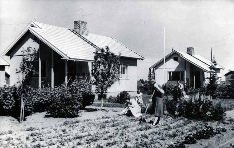 Финский павильон представляет историю сборных деревянных домов страны на Венецианской биеннале 2021 года, дома Пуутало в Некале, Финляндия, 1940-е годы. Изображение © Архив ELKA