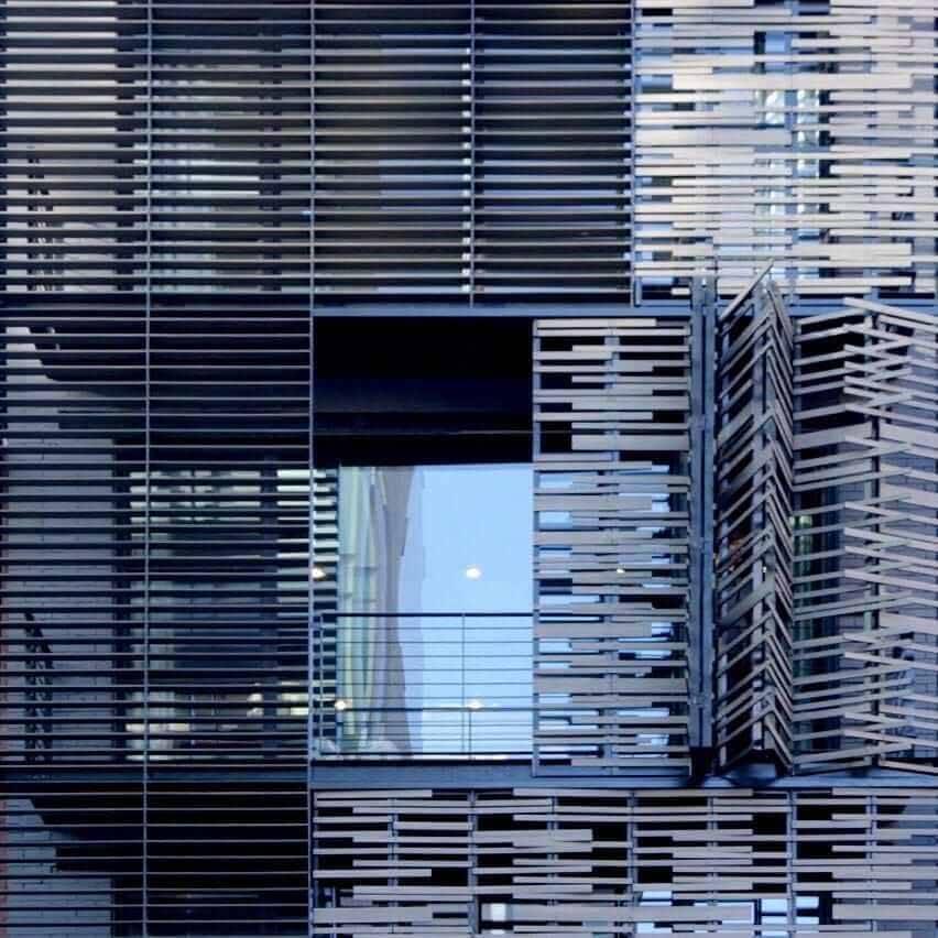 Крупный план складных фасадных панелей