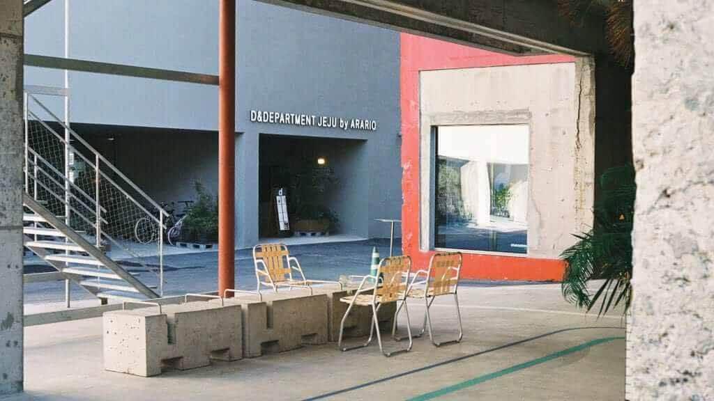 Schemata Architects завершает строительство многофункционального здания в Чеджу для бренда стиля жизни D & Department