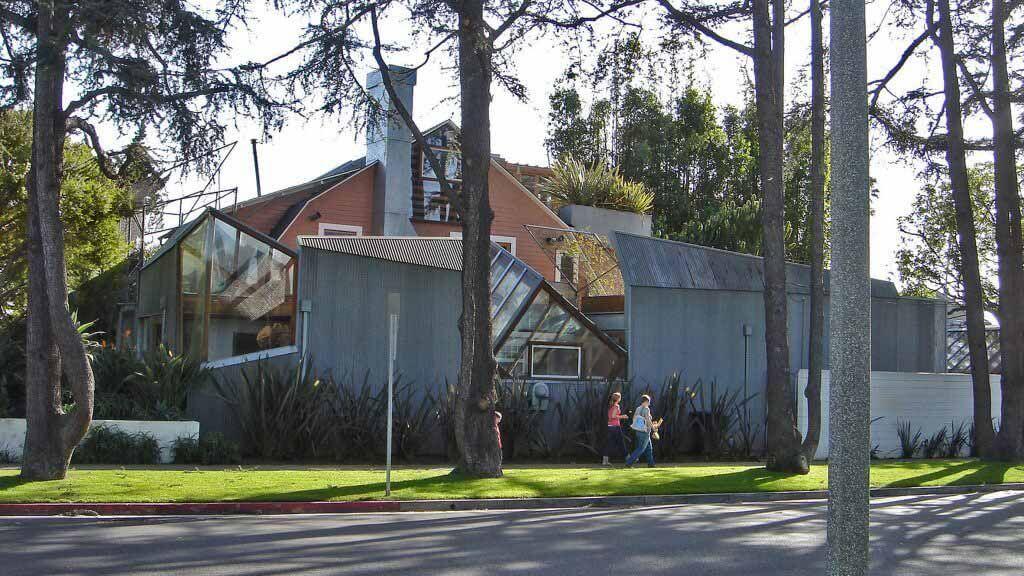 «Соседи очень разозлились» у дома Фрэнка Гери в Санта-Монике