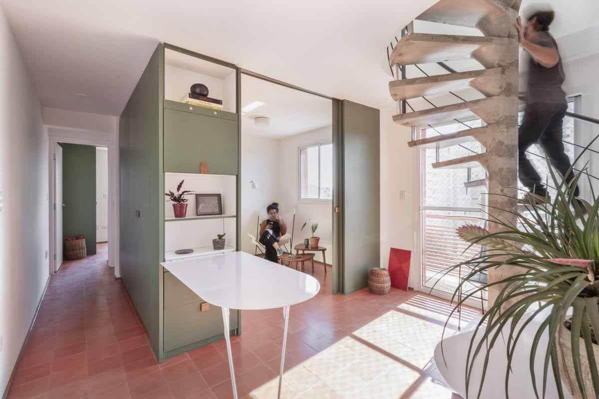 17 проектов с красочными шкафами и встроенной мебелью