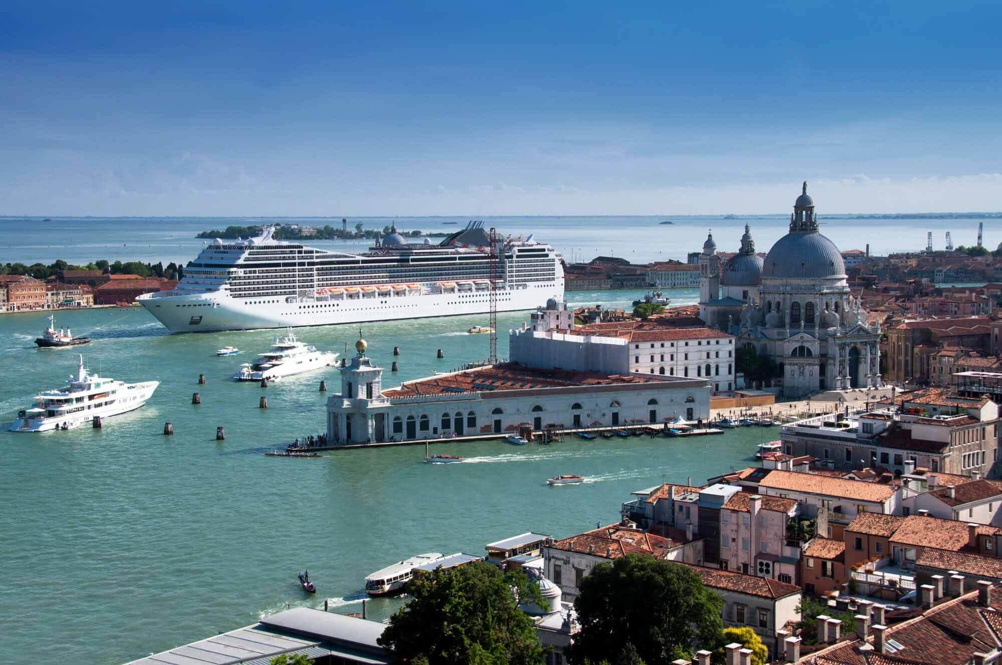 Правительство Италии официально запретило круизные лайнеры в Венеции
