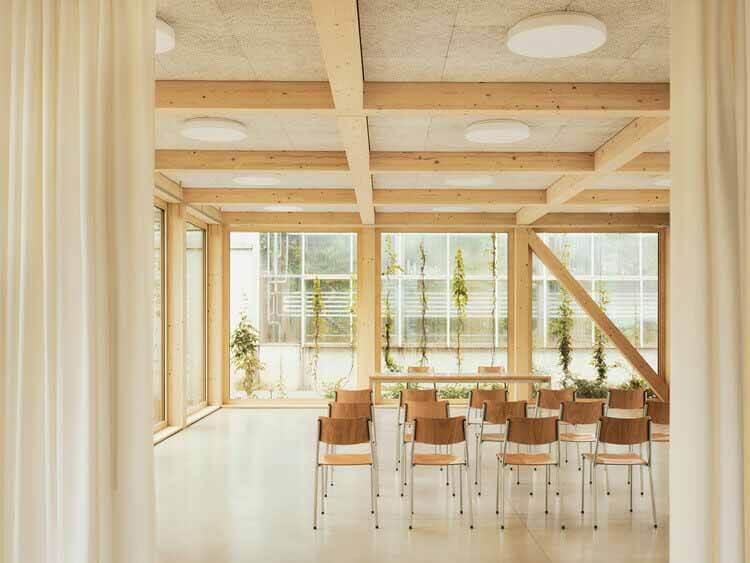 Функциональность и эстетика: примеры потолочных систем в архитектурных проектах, Зеленый павильон / Tom Munz Architekt.  Изображение © Ладина Бишоф