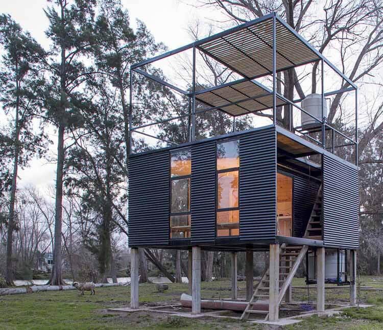 Металлические дома в Аргентине: 10 проектов с экстерьером из листового металла, Delta Cabin / AToT-Arquitectos todo Terreno.  Изображение © Мануэль Чиарлотти