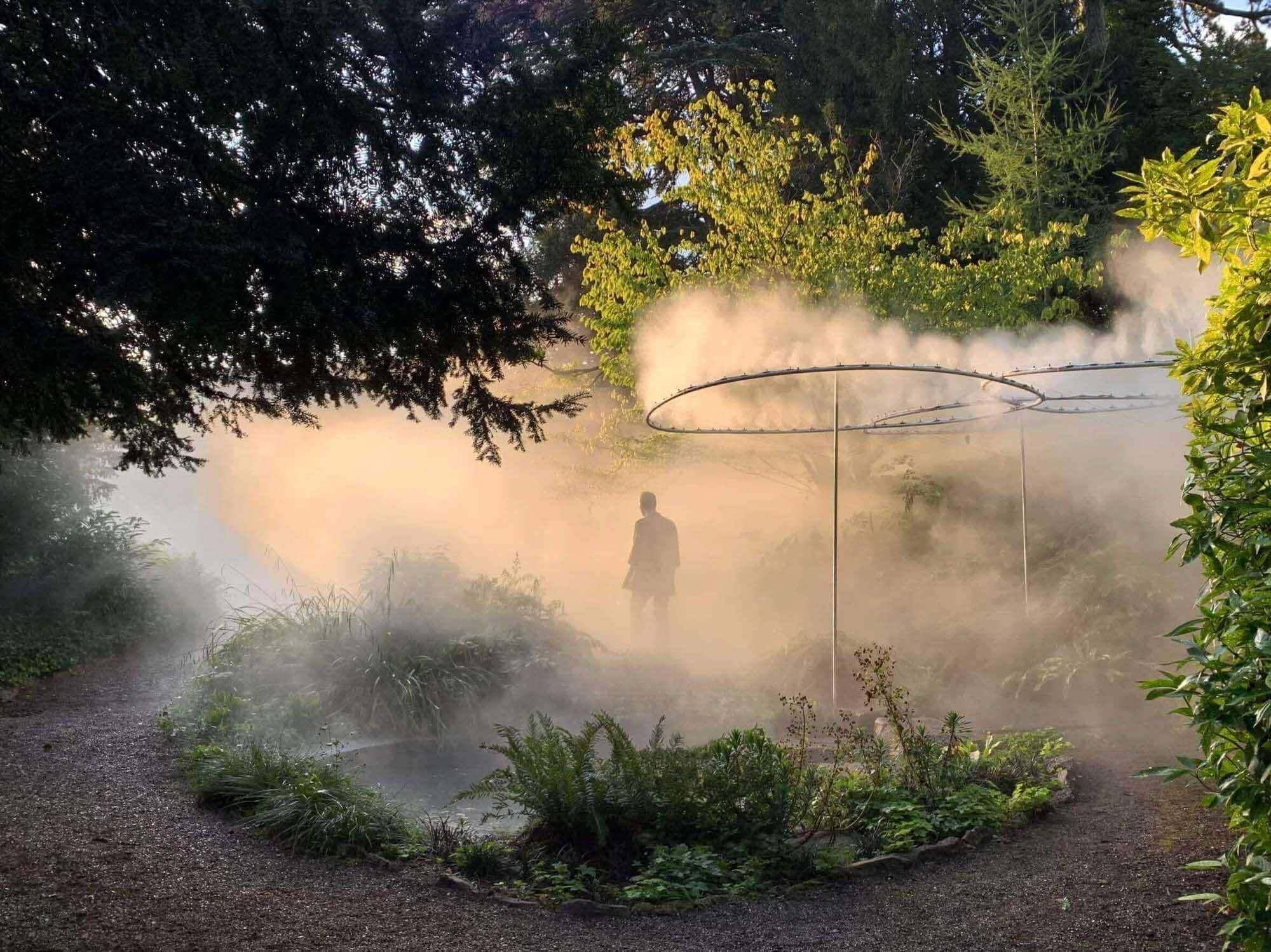Мистическая инсталляция на Цюрихской биеннале дизайна 2021 года вторглась в старый ботанический сад города