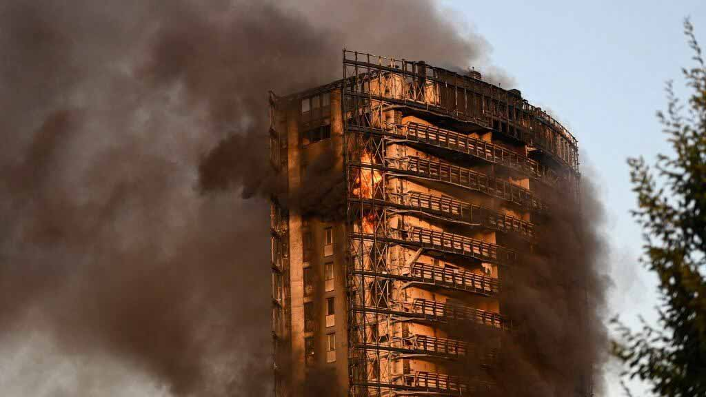 Пожар в многоквартирном доме в Милане «очень напоминает башню Гренфелл», — говорит мэр