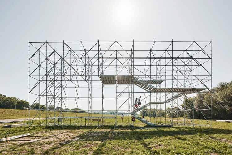 Временная архитектура: инновации, испытательный полигон и развлечения, установка Sava / Openact Architecture + Sara Palomar Studio.  Изображение © Марко Михальевич.  Изображение