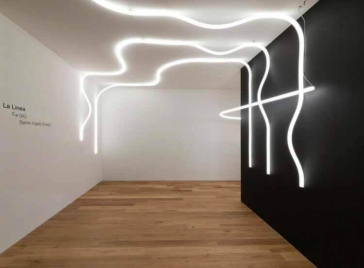 11 спроектированных архитекторами предметов мебели и осветительных приборов, представленных на выставке Salone del Mobile 2021 года в Ла-Линеа.  Изображение предоставлено Artemide
