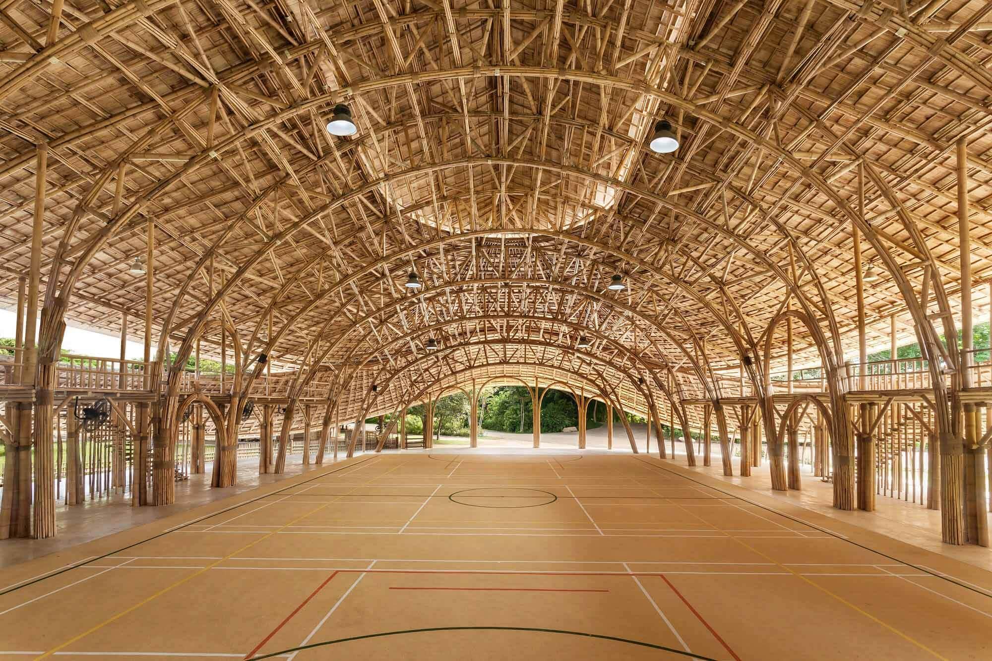 Бамбуковый спортивный зал для международной школы Панаден / Chiangmai Life Construction