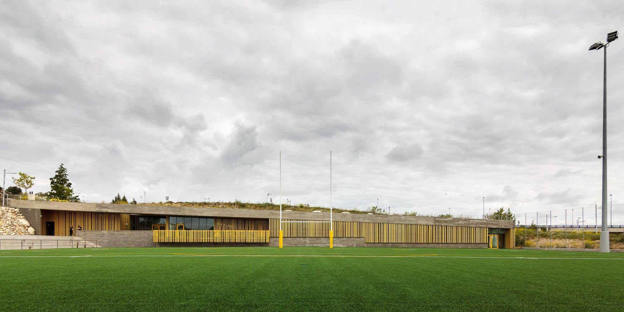 Спортивная площадка Антонио Мартина / DIAZ DONCEL arquitectos