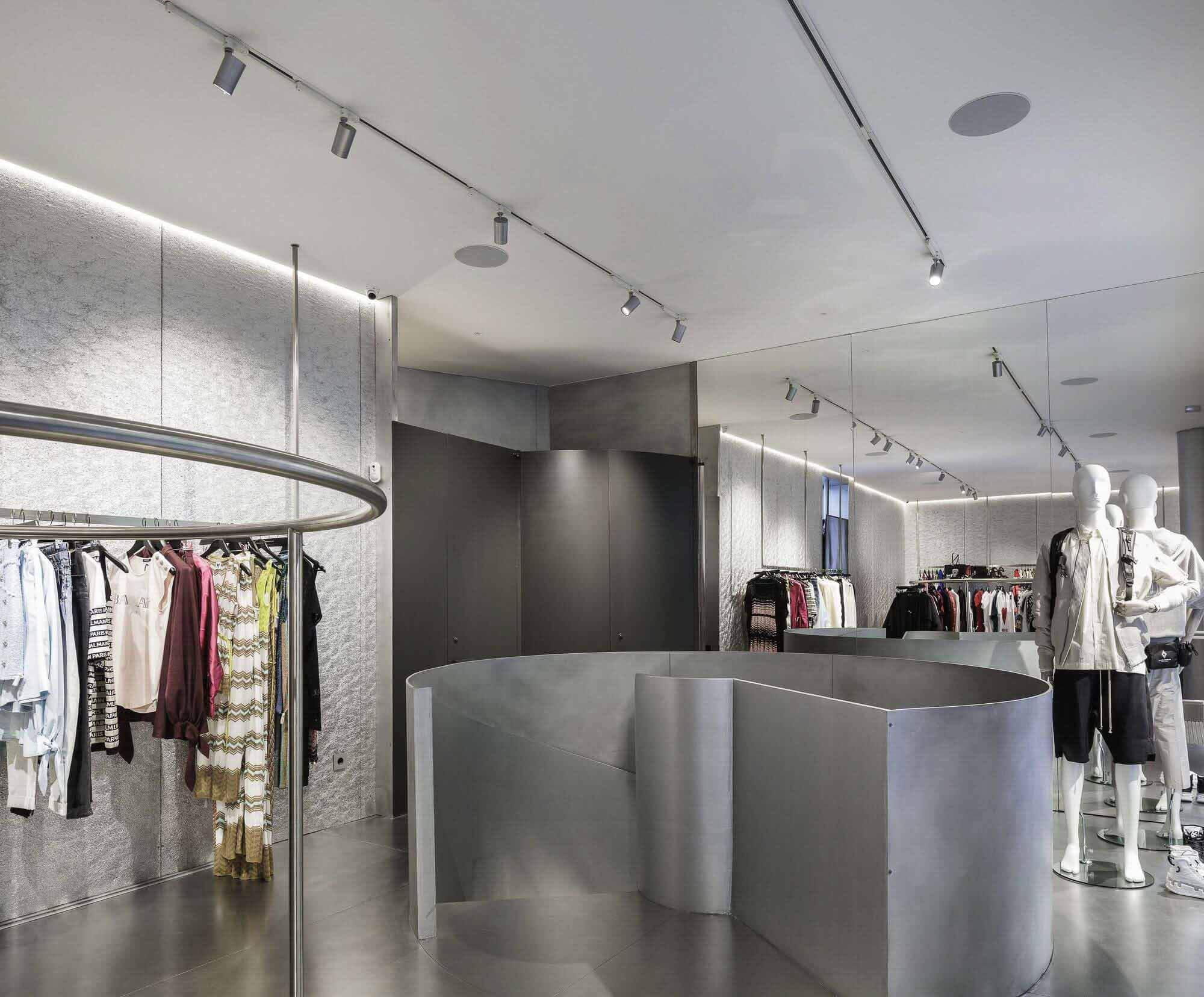 Магазин MKR в Севилье / Гильермо Васкес Консуэгра