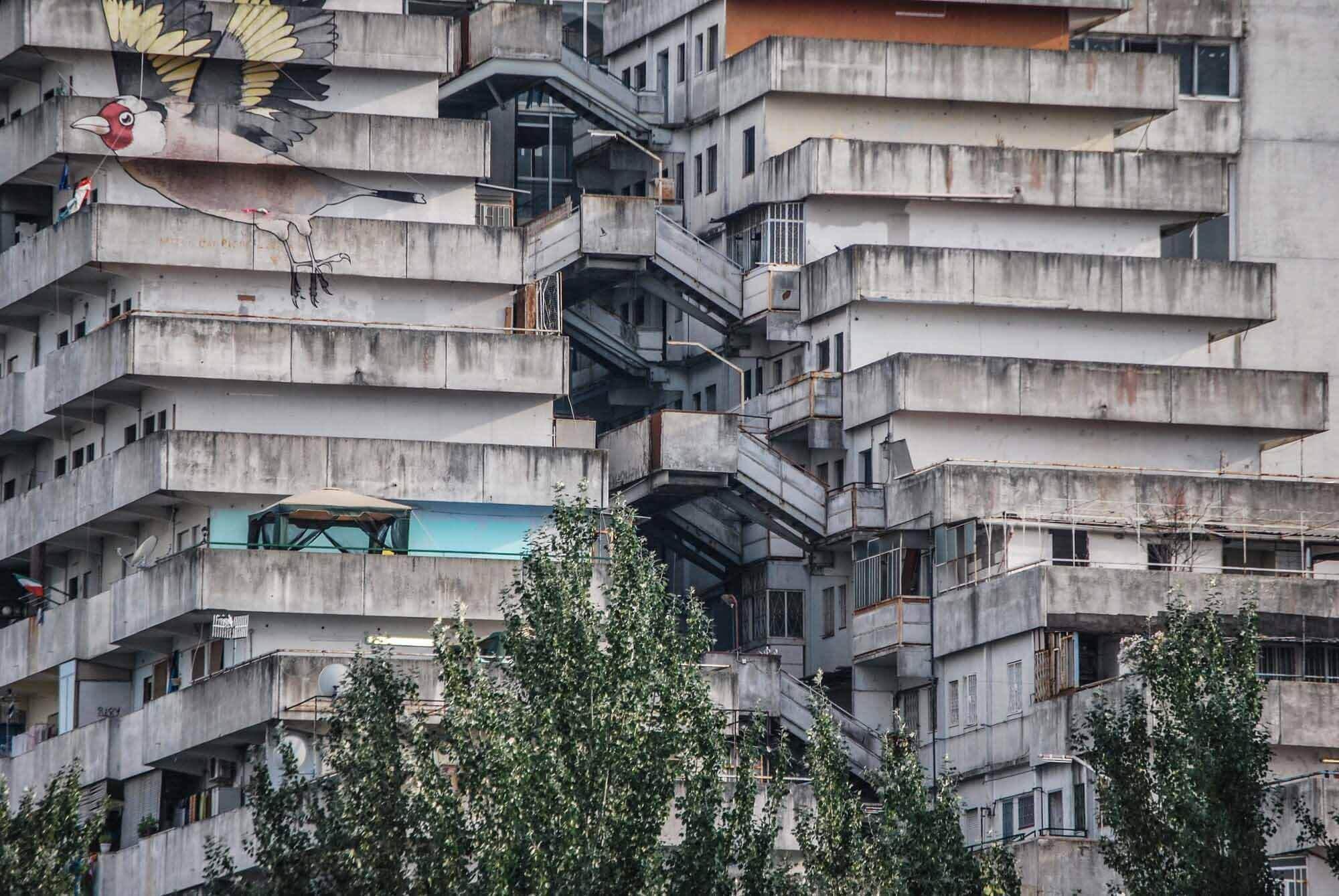 Кабрини-Грин и Веле ди Скампиа: когда проекты государственного жилья не работают