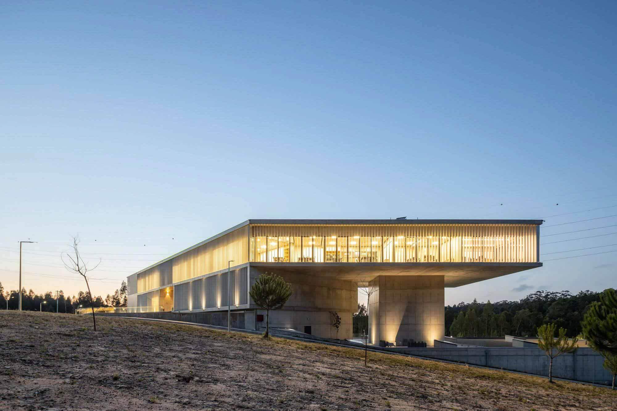 Бизнес-центр AOC / mube arquitectura