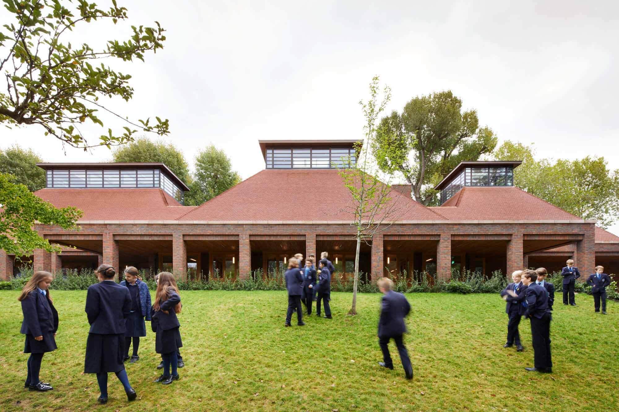 Трапезная школы Ibstock Place / Maccreanor Lavington Architects