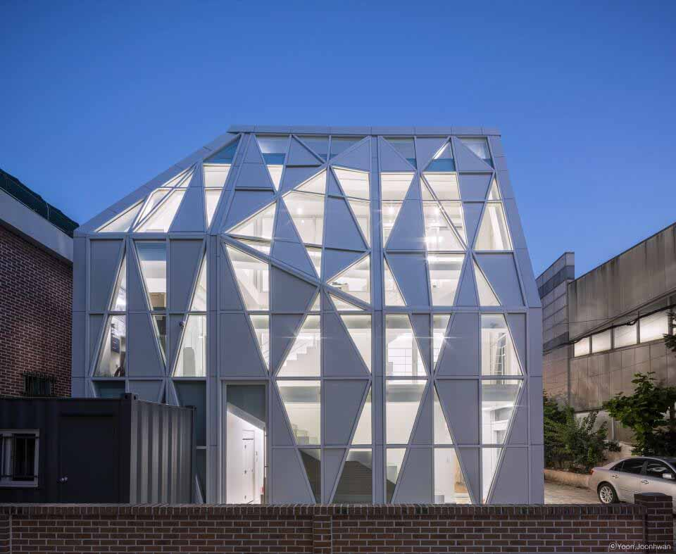 Triangle Scape / UnSangDong Architects