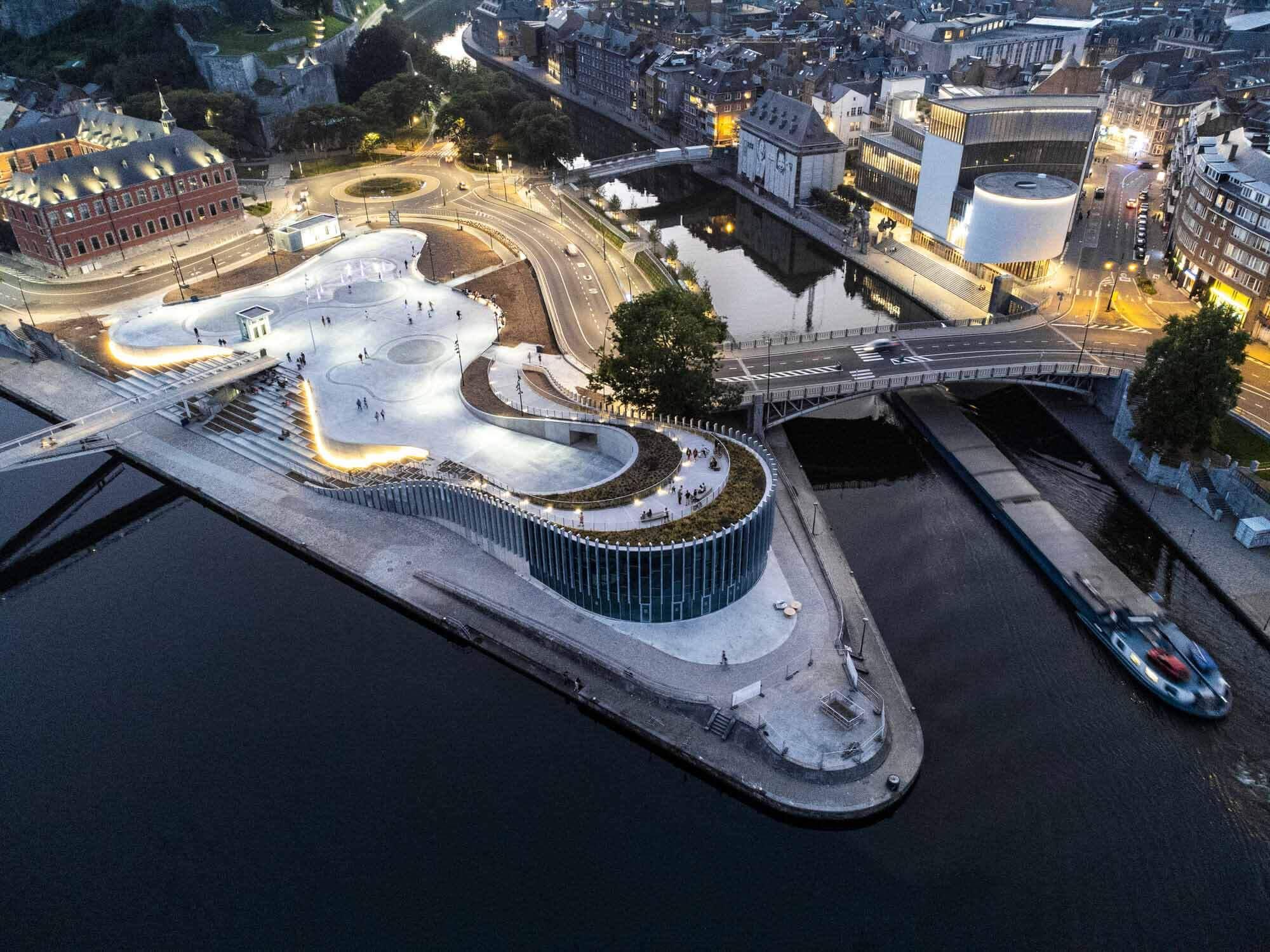 3XN завершает строительство выставочного пространства органической формы в Бельгии