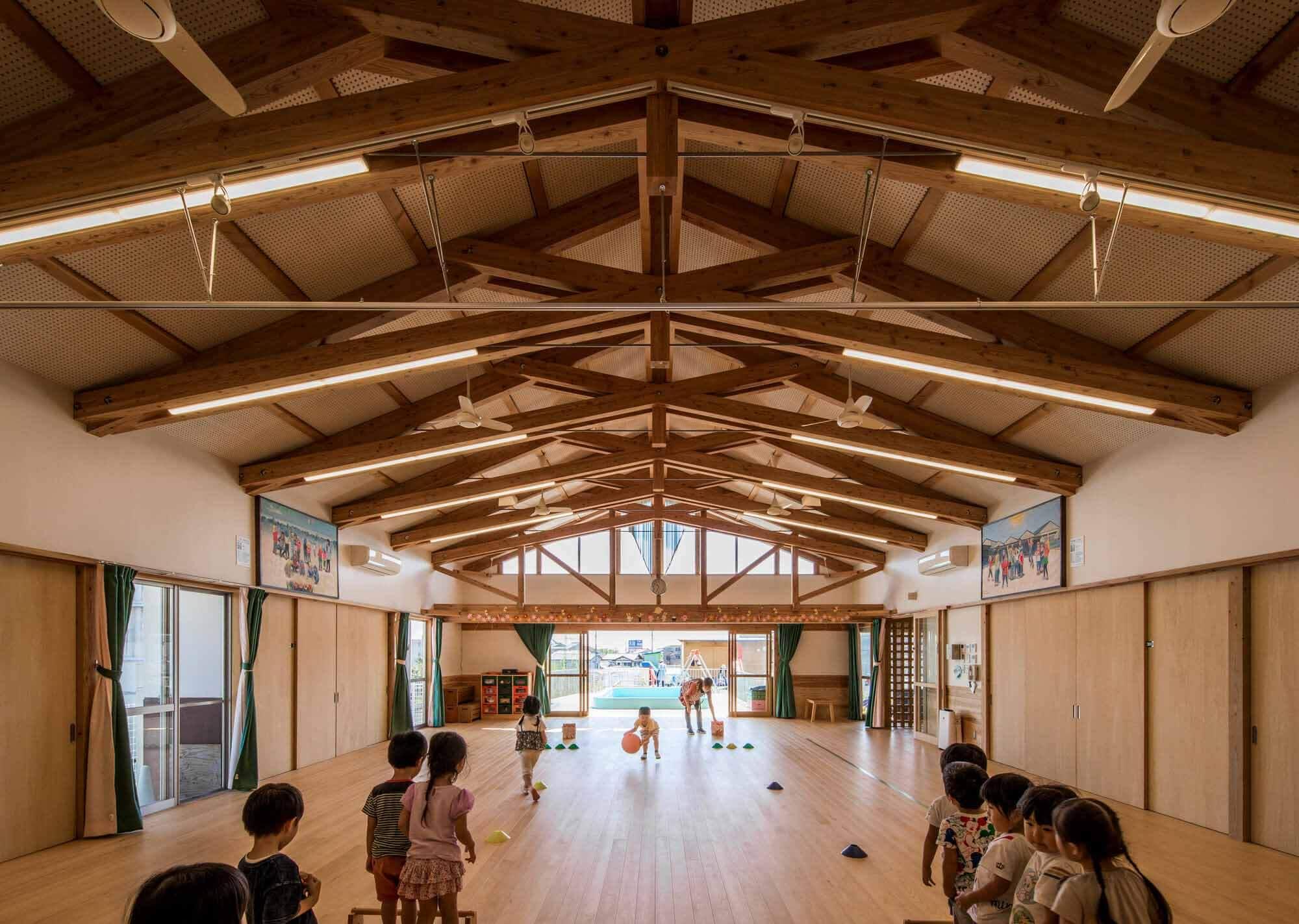Сертифицированный детский центр Hitachi City Hanayama / MIKAMI Architects