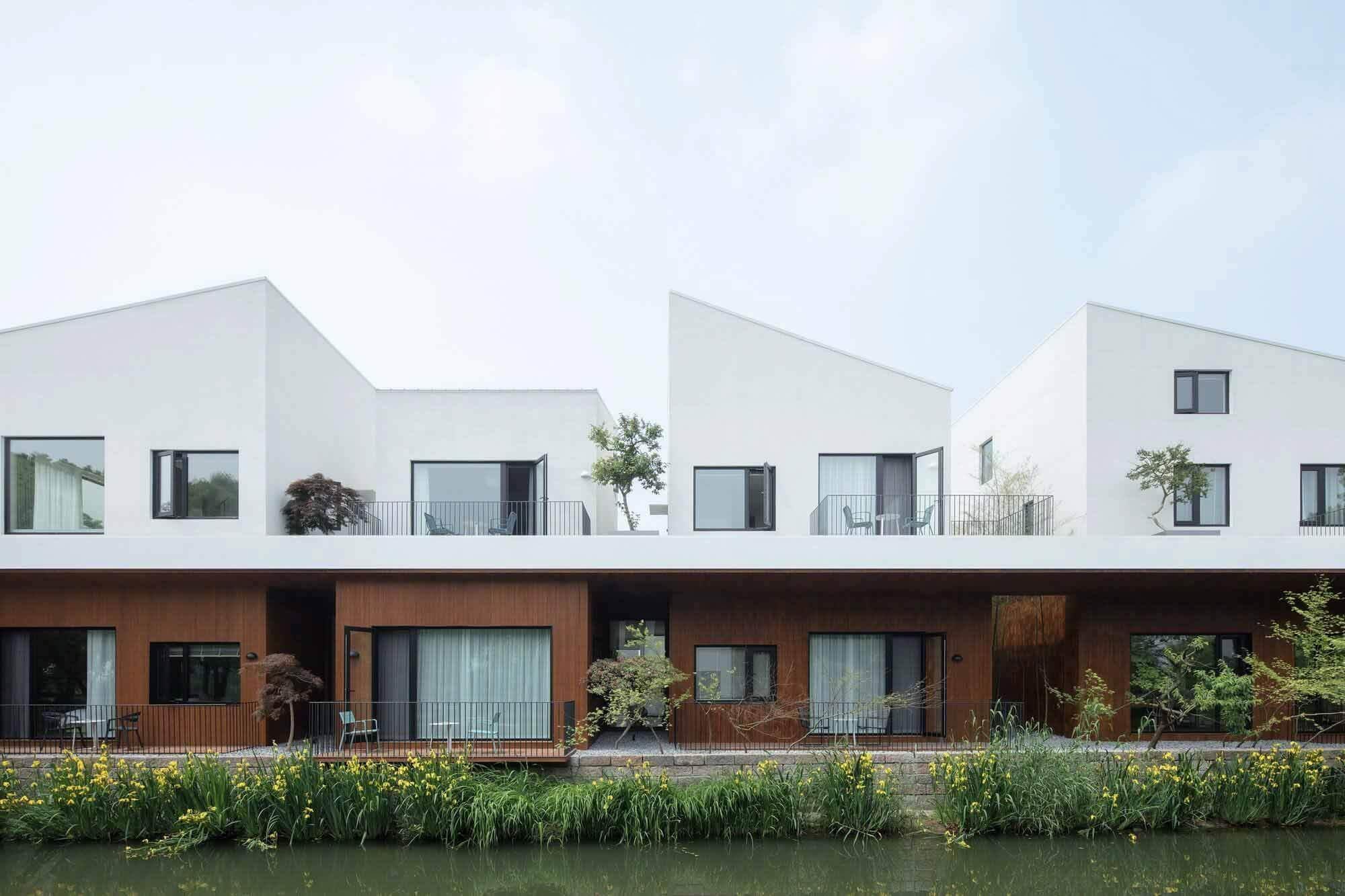BAN Villa / BLUE Архитектурная студия