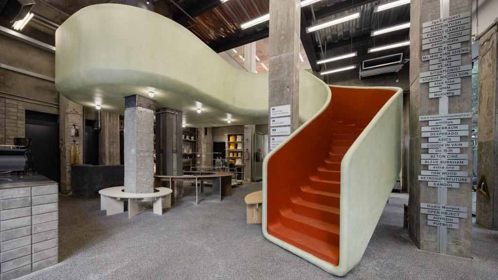 AIM Architecture добавила скользящую лестницу в шанхайский магазин In the Park