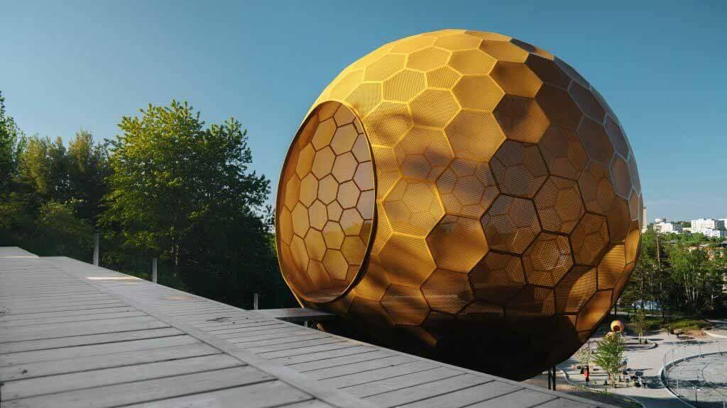 Андрен Фогельстрём устанавливает скульптурные шары в Стокгольмском парке