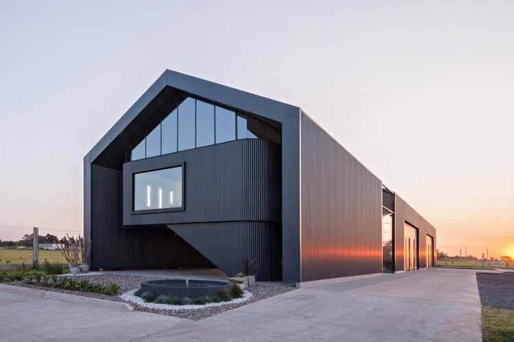 Bertolotti Vial Machinery and Office Warehouse / Estudio 2 (A) DosArquitectas, © Albano García